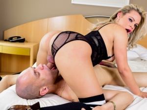 Lusty T-Girl Plows Muscle Stud