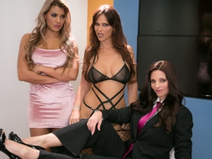 Showcases: Mindi Mink - 2 Scenes in 1