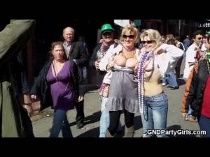Two moms flash at mardi gras